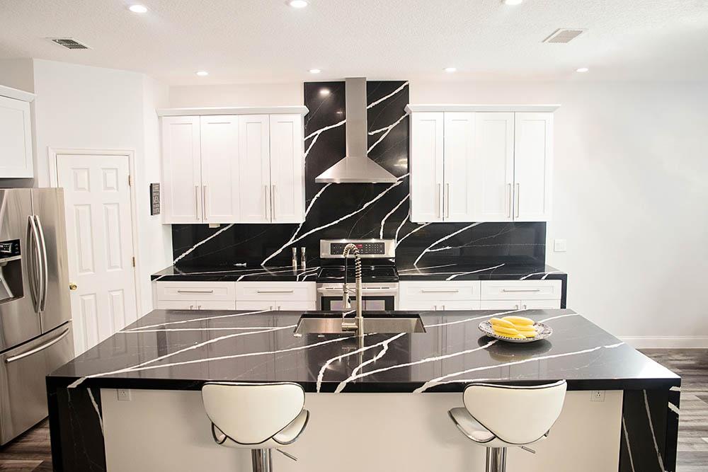 Quartz kitchen countertop – looks like a natural stone… but ...